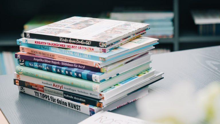 Zweikonzept Bücherstapel