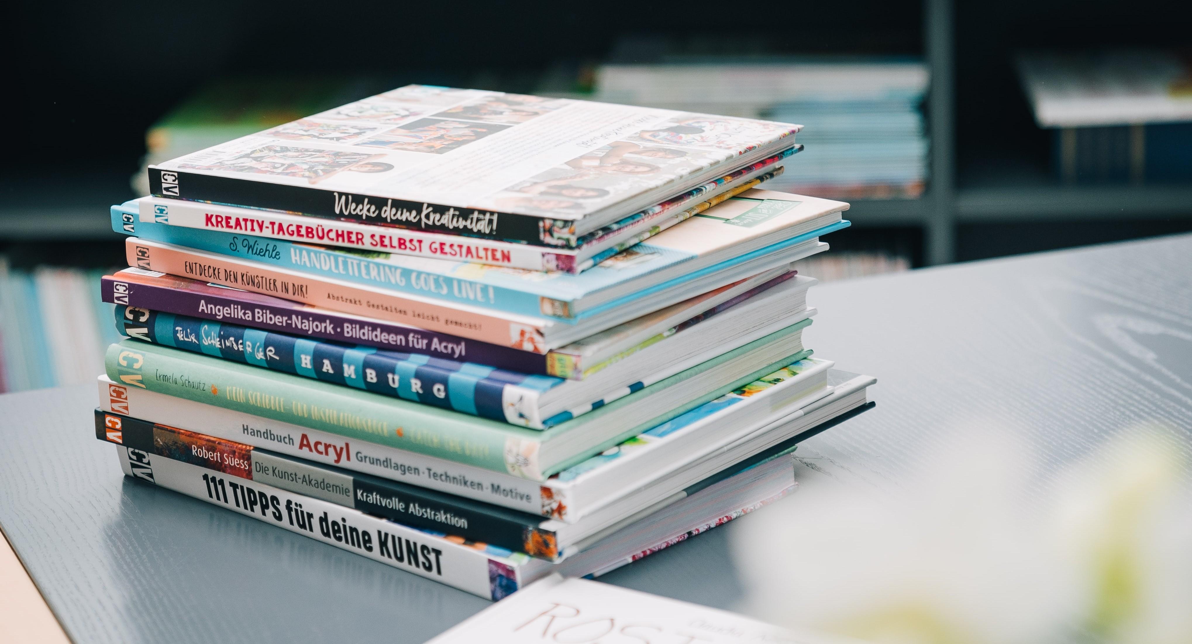 Bücherstapel2 Ausschn.