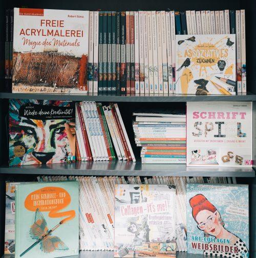 Bücherregal im Büro von Britta Sopp